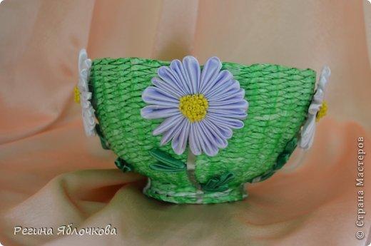 Здравствуйте уважаемые Мастера!!!Спешу поделиться с вами моими работами в июле.Эту вазу я решила сделать в технике канзаши.Моим домочадцам ваза очень понравилась.