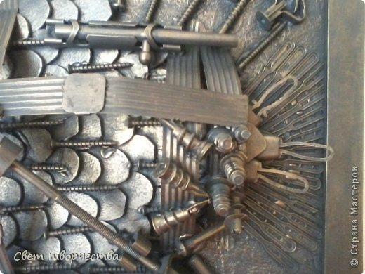 Добрый день, Великая Страна!!! Вот размерчик 25х35 см. Картон, какой применяется для задних стенок на мебели, и рамочка. Все остальное - горсточка винтиков, кнопочек, кожа и молния от сумки, пружинки не знаю от чего и, собственно, сам карандаш - пусть уж будет увековечен !!! - каким и рисовался контур этого чудовища))  фото 20
