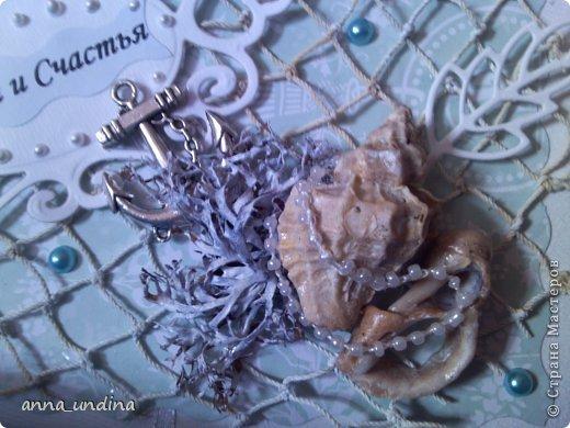 Вот такую открыточку сделала для стилизованной свадьбы в морском стиле ( заранее был задан бирюзовый цвет и морская тематика.)  А сын добавил подарок от себя- подсвечник.  Это готовый вариант, но еще в процессе сушки, поэтому не видно  внизу бантика из шелковой ленточки. фото 3