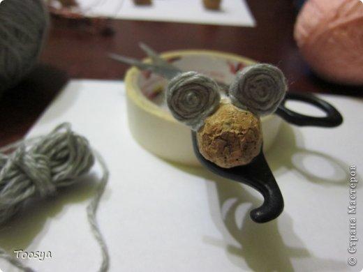И снова здравствуйте ) Честно говоря не ожидала, что так быстро получится МК сделать, но моя мамулечка когда увидела каких мышек я делаю тоже захотела себе такой магнит. Желание мамы - закон, так что предлагаю мой вариант изготовления этих милашек. фото 15