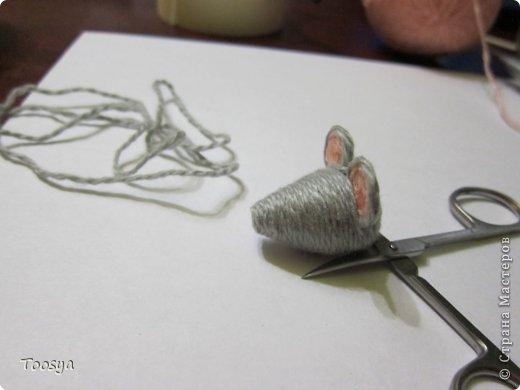 И снова здравствуйте ) Честно говоря не ожидала, что так быстро получится МК сделать, но моя мамулечка когда увидела каких мышек я делаю тоже захотела себе такой магнит. Желание мамы - закон, так что предлагаю мой вариант изготовления этих милашек. фото 17