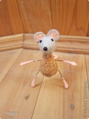 И снова здравствуйте ) Честно говоря не ожидала, что так быстро получится МК сделать, но моя мамулечка когда увидела каких мышек я делаю тоже захотела себе такой магнит. Желание мамы - закон, так что предлагаю мой вариант изготовления этих милашек. фото 29