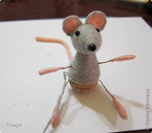 И снова здравствуйте ) Честно говоря не ожидала, что так быстро получится МК сделать, но моя мамулечка когда увидела каких мышек я делаю тоже захотела себе такой магнит. Желание мамы - закон, так что предлагаю мой вариант изготовления этих милашек. фото 30