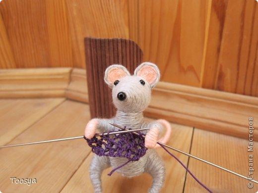 И снова здравствуйте ) Честно говоря не ожидала, что так быстро получится МК сделать, но моя мамулечка когда увидела каких мышек я делаю тоже захотела себе такой магнит. Желание мамы - закон, так что предлагаю мой вариант изготовления этих милашек. фото 35