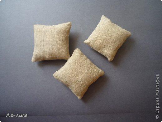 Очень люблю разные мелкие сувенирчики, лён, мешковину и поделки в стиле ЭКО. Эти игольницы у меня с ароматом можжевельника. Можно использовать их в качестве саше. фото 9