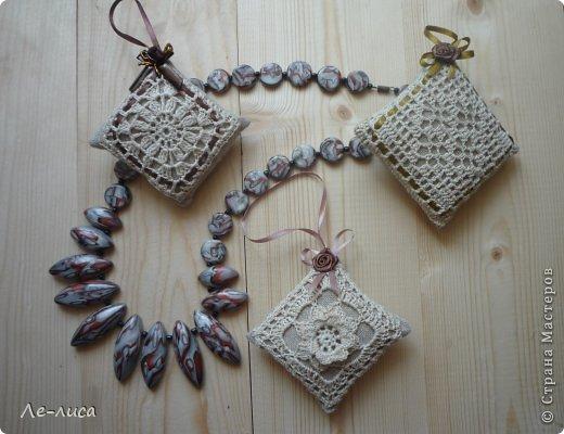 Очень люблю разные мелкие сувенирчики, лён, мешковину и поделки в стиле ЭКО. Эти игольницы у меня с ароматом можжевельника. Можно использовать их в качестве саше. фото 13