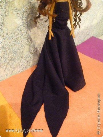 Чтобы пошить вечернее платье со шлейфом нам понадобится-эластичная ткань,ножницы,нитки,иголка,карандаш,линейка,бумага фото 21