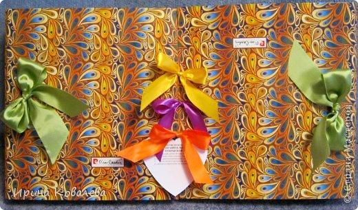 """Может кому-то пригодится идея весёлого и НЕ банального подарка любимой подруге на день рожденья. Такой же подарок можно сделать и молодожёнам и учителю. На мой взгляд он универсален и достаточно прост в исполнении. На просторах интернета есть много """"органайзеров хорошего настроения"""", у меня же получилась большая поздравительная открытка. Для её изготовления понадобятся две папки-скоросшиватели и много разных """"штучек"""". Из папок необходимо снять металлический механизм и обклеить внутри любой не пёстрой бумагой. Папки соединяются между собой шнуровкой из лент. Все """"штучки"""" держаться на двухстороннем скотче. Те, что полегче - на обычном тонком, те, что потяжелее - на вспененном. Можно воспользоваться клеевым пистолетом. Всё остальное Ваша фантазия. Желаю всем хорошего настроения и приятного просмотра ! фото 15"""