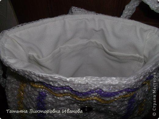 Здравствуйте жители нашей СТРАНЫ МАСТЕРОВ! Всем доброго времени суток! Я вновь представляю свою новую коллекцию сумок из полиэтиленовых пакетов. Все сумки и рюкзаки выполнены крючком, внутри пришит подклад с карманами, застёжки магниты. Первый рюкзачок связан в подарок подружке моей дочери.   фото 9