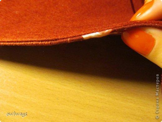 """Этот пост посвящен изготовлению мягкой обложки для книги. Свою первую обложечку я вам уже показывала: http://stranamasterov.ru/node/488389 Это вторая :) Процесс шитья такой же. В Стране я видела разные МК по изготовлению мягких обложек, НО - эта съемная и может путешествовать с одной книги на другую :) Тут придется сшивать детали, но я, так как не являюсь владельцем швейной машинки, делала все на руках и, как видите, все вполне получается :) А еще это отличный вариант """"пристроить"""" какую-нибудь вышивку - эта птичка у меня почти год ждала своего часа :) фото 29"""
