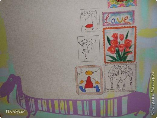 Дети любят рисовать на обоях (особенно на новых и дорогих!). Родители их за это ругают. Мои дети этим не грешили, а мне этого очень хотелось. Я бы и сама не прочь порисовать на стене. Во время ремонта детской комнаты родилась идея: наклеили белые обои, купили разных цветов колер и нарисовали узоры, какие захотелось. А в коридоре оставили белое поле для рисунков в рамочках.  фото 3