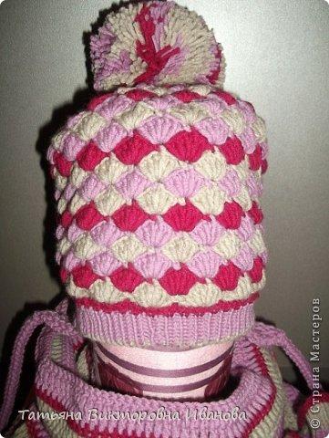 Здравствуйте мои дорогие жители СМ! На пороге осень, а значит не за горами и зима... Сегодня я хочу показать вам коллекцию вязаных шапочек для детей. Все шапочки связаны крючком. Эта маленькая шапочка связана для будущей внучки, которую ожидаем к концу октября. фото 9