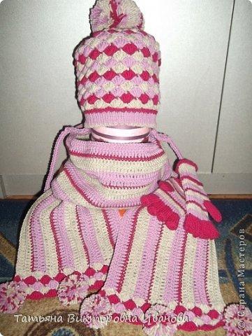 Здравствуйте мои дорогие жители СМ! На пороге осень, а значит не за горами и зима... Сегодня я хочу показать вам коллекцию вязаных шапочек для детей. Все шапочки связаны крючком. Эта маленькая шапочка связана для будущей внучки, которую ожидаем к концу октября. фото 8