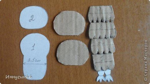 Привет всем!!!Сегодня я покажу как просто можно сделать сову из картона.Вот такие две совушки теперь живут у меня дома!Рыженькая живёт на ключнице http://stranamasterov.ru/node/802087 а вторая,чёрненькая, на холодильнике. фото 15