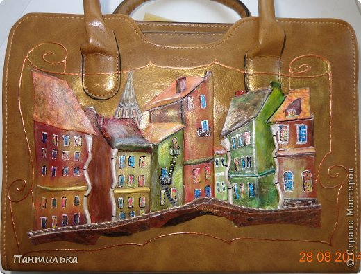 """Картина  на сумке выполнена из натуральной кожи.Размер сумки 35х25х10. """"Мой городок"""" фото 1"""