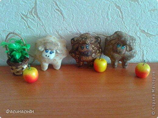 Между делом шью новую мини отару.Эти овечки магниты на холодильник,а ещё будут овечки-подвески на ёлку. фото 1