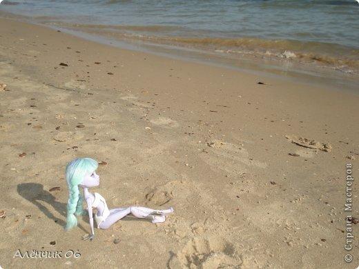 Всем привет! Давно меня здесь не было! Кстати, в июле я вместе с родителями ездила на Чёрное море отдыхать и взяла с собой Твайлу, пофотографировала её там. Ну, что ж приступим к просмотру новых нарядов?! фото 12
