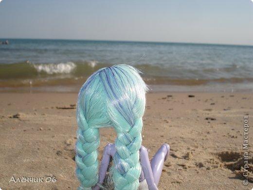 Всем привет! Давно меня здесь не было! Кстати, в июле я вместе с родителями ездила на Чёрное море отдыхать и взяла с собой Твайлу, пофотографировала её там. Ну, что ж приступим к просмотру новых нарядов?! фото 1