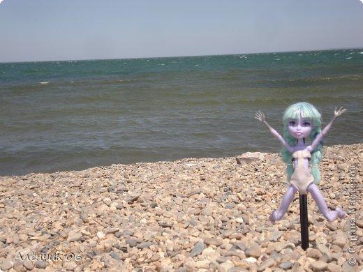 Всем привет! Давно меня здесь не было! Кстати, в июле я вместе с родителями ездила на Чёрное море отдыхать и взяла с собой Твайлу, пофотографировала её там. Ну, что ж приступим к просмотру новых нарядов?! фото 15