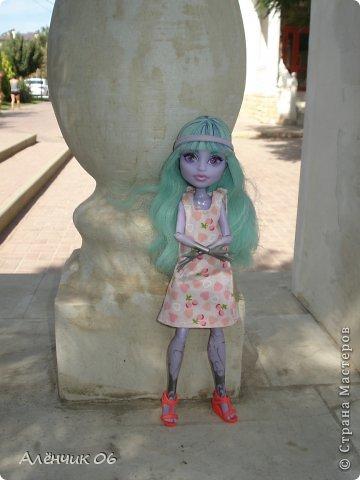 Всем привет! Давно меня здесь не было! Кстати, в июле я вместе с родителями ездила на Чёрное море отдыхать и взяла с собой Твайлу, пофотографировала её там. Ну, что ж приступим к просмотру новых нарядов?! фото 20