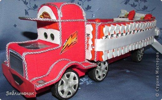 Доброго времени суток всем, ходили с сыном на Д.Р. и решили подарить вот такую машинку. Делала первый раз. Именинник был в восторге, наш подарок ему понравился больше всех. фото 2
