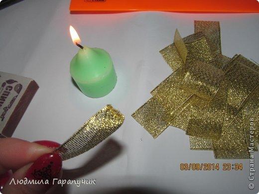 вот такая хризантемка  для работы нам потребуется: атласные ленты двух цветов, пуговица, ножницы, линейка, свеча, клеевой пистолет, немного картона(для основы), заколка,резинка или невидимка и желание творить! фото 17