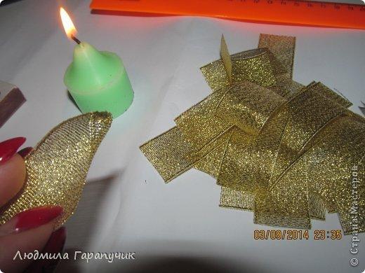 вот такая хризантемка  для работы нам потребуется: атласные ленты двух цветов, пуговица, ножницы, линейка, свеча, клеевой пистолет, немного картона(для основы), заколка,резинка или невидимка и желание творить! фото 18