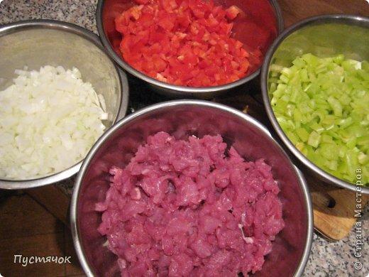 Иногда дочь балует нас приготовлением таких лодочек !!!! Блюдо не сложное, но уж больно долгий процесс заготовки....Но оно того стоит !!!!! Побалуйте и вы себя и свою семью !!! фото 5
