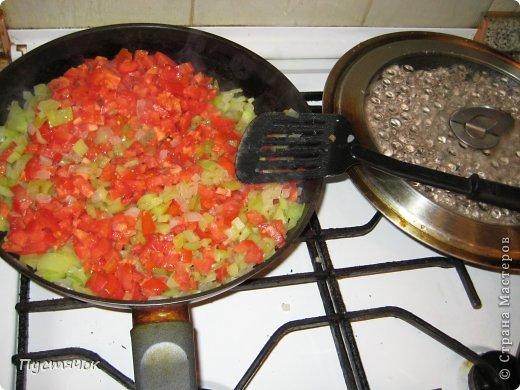 Иногда дочь балует нас приготовлением таких лодочек !!!! Блюдо не сложное, но уж больно долгий процесс заготовки....Но оно того стоит !!!!! Побалуйте и вы себя и свою семью !!! фото 11