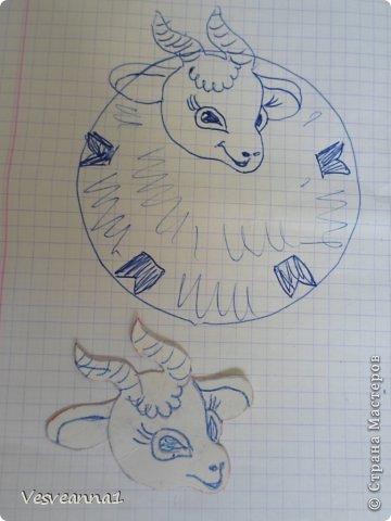 Здравствуйте! Новый год не за горами, по Стране Мастеров уже скачут разные овечки. Хочется поздравить близких хотя бы небольшой поделкой, сделанной своими руками. Вот так и появилась у меня такая детская поделка. фото 12