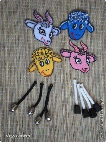 Здравствуйте! Новый год не за горами, по Стране Мастеров уже скачут разные овечки. Хочется поздравить близких хотя бы небольшой поделкой, сделанной своими руками. Вот так и появилась у меня такая детская поделка. фото 14