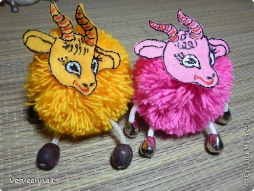 Здравствуйте! Новый год не за горами, по Стране Мастеров уже скачут разные овечки. Хочется поздравить близких хотя бы небольшой поделкой, сделанной своими руками. Вот так и появилась у меня такая детская поделка. фото 28