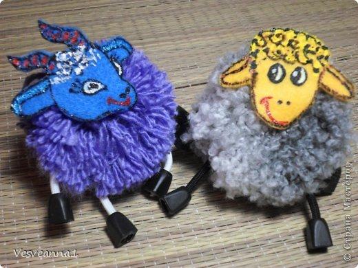 Здравствуйте! Новый год не за горами, по Стране Мастеров уже скачут разные овечки. Хочется поздравить близких хотя бы небольшой поделкой, сделанной своими руками. Вот так и появилась у меня такая детская поделка. фото 31