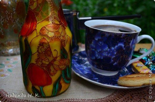 Доброго времени суток! Вкусная выпечка, ароматный кофе и свежее молоко - отличное начало дня.  Сегодня я к вам с бутылочкой для молока. Делала ее еще весной, об этом можно догадаться, глядя на  витражную роспись. фото 3