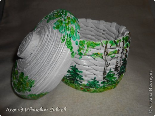 """Шкатулка """"Лето в лесу"""". Решил соединить разные способы плетения из газет. Крышка и дно сделаны в одной технике изготовления. Не знаю, как она называется, пусть будет """"улитка"""". фото 1"""