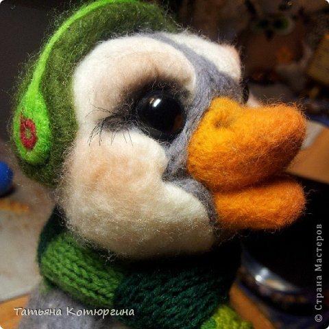 Пингвина зовут Грин Битс. Он любит музыку. фото 2