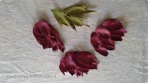 Предлагаю вашему вниманию мастер класс по созданию пиона. В данном случае сделаем с вами брошь.. Всегда хочется быть особенной и женственной..А такой элемент, как цветок, сделает образ оригинальным и нежным! фото 4