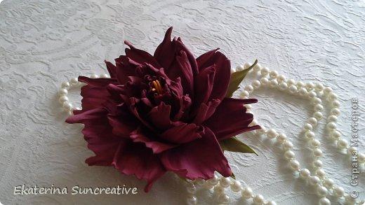 Предлагаю вашему вниманию мастер класс по созданию пиона. В данном случае сделаем с вами брошь.. Всегда хочется быть особенной и женственной..А такой элемент, как цветок, сделает образ оригинальным и нежным!