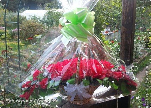 """И вот мой первый букет!!! Сделала для свекрови на юбилей, она у нас садовод-любитель, каких цветов у нее только нет, поэтому решила сделать цветочный букет с ее любимым """"Осенним вальсом"""". Не забудьте, это мой первый букет, поэтому не судите строго. большое спасибо: - Endy https://stranamasterov.ru/node/406889?c=popular_inf_1707 - Svetik629 https://stranamasterov.ru/node/628433?c=popular_inf_1707    фото 4"""