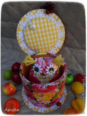 Здравствуйте! Вместе с мамой сделали шкатулку изобилия. Мама сшила сову (я делала уроки в это время), потом помогла её украсить. фото 6