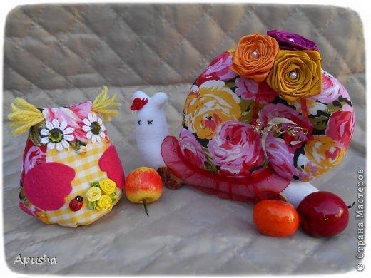 Здравствуйте! Вместе с мамой сделали шкатулку изобилия. Мама сшила сову (я делала уроки в это время), потом помогла её украсить. фото 9