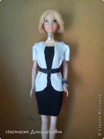 Черно белое платье с с ремешком. фото 1