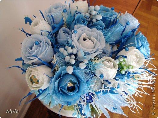 Наверное,что есть особенное в голубом цвете, ведь недаром Остап Бендер мечтал получить свой миллион, на блюдечке, с голубой каемочкой. фото 2