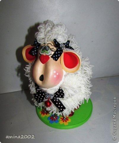 Добрый вечер! Овечка выполнена из фома- голова и ноги, шерсть овечки- белая пряжа. фото 3