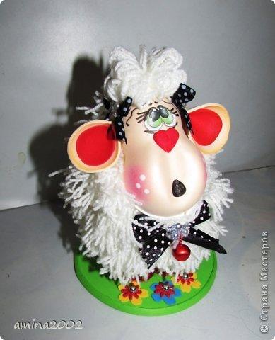 Добрый вечер! Овечка выполнена из фома- голова и ноги, шерсть овечки- белая пряжа. фото 6