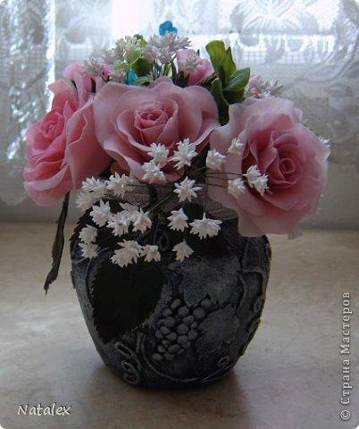 Добрый день Всем жителям Страны. Вот такой розовый букет у меня слепился, в букете пять роз и два бутона, ну и всякая мелочь. У всех уже были прекрасные розы, но я решилась пока только на букет, в одиночном цветке все ляпы на виду, а здесь вроде как бы и не очень заметно. фото 6