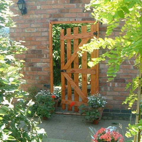 Зеркала в саду это новое в садовом дизайне. Они расширяют пространство, создают иллюзию и маленький сад превращается в большой.  фото 2