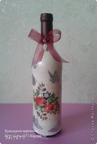 Бутылка оформлена в честь дня рождения в технике декупаж с использованием кракелюра. Дополнена контурными наклейками, капельками жидкого жемчуга, ленточками. фото 1
