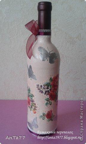 Бутылка оформлена в честь дня рождения в технике декупаж с использованием кракелюра. Дополнена контурными наклейками, капельками жидкого жемчуга, ленточками. фото 2