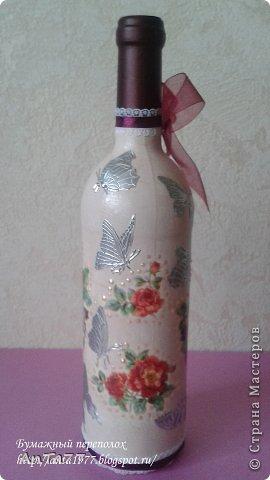 Бутылка оформлена в честь дня рождения в технике декупаж с использованием кракелюра. Дополнена контурными наклейками, капельками жидкого жемчуга, ленточками. фото 4